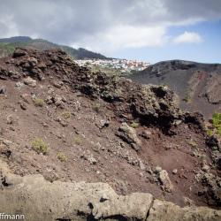 Blick auf Fuencaliente und den Vulkankrater des San Antonio