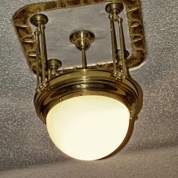 Deckenlampe in der Garderobe