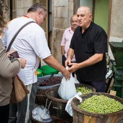 Olivenstand - Wochenmarkt Sineu