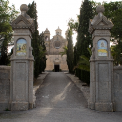 Eingang zum Kloster Bonany