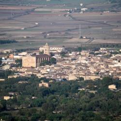 Blick über die Stadt Petra vom Kloster Bonany