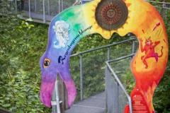 Eingang zur Geisterklamm mit Regenbogenschlangentor