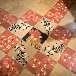 Fußbodenfliese der Pfarrkirche von Pollenca