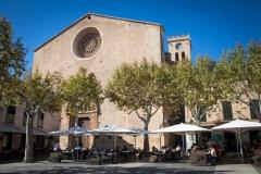 Markt von Pollenca mit Portal der Pfarrkirche