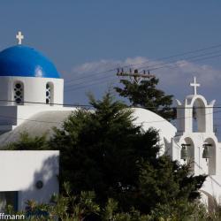 Santorini - Kirche an der Straße zum Hafen